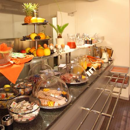 Design hotel f6 breakfast buffet picture of design hotel for Design hotel geneva rue ferrier 6