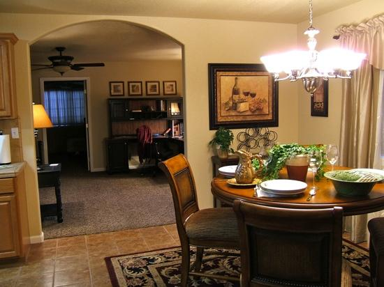 The Cottages On Armstrong : Meritage dining room and view into living area