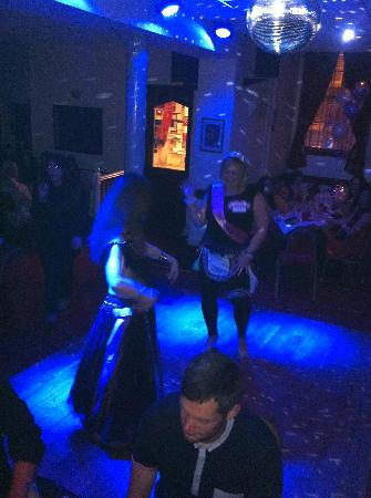 Christakis Greek Taverna: Belly Dancing!