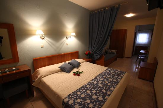 Hotel Nikos: three bed room