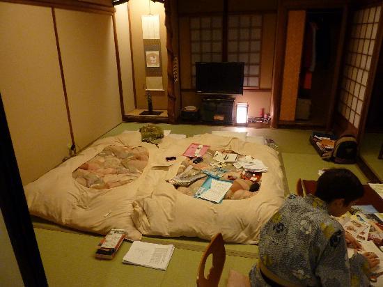 Hokkaikan Ohanabo: writing journals in our room