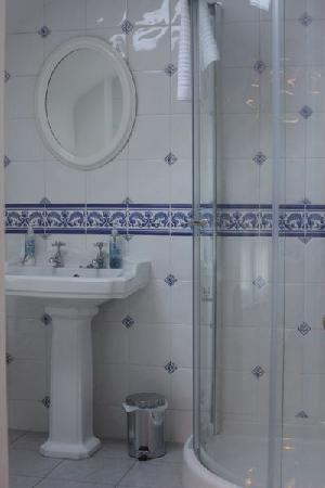 Highfield House: En Suite