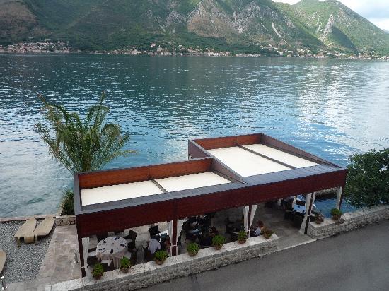 Forza Mare Hotel: la vue depuis la chambre sur les bouches de Kotor et le restaurant