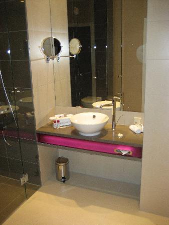 andel's by Vienna House Lodz: Badezimmer