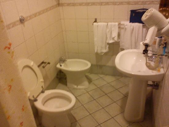 Hotel Orto di Roma: bagno piccolo