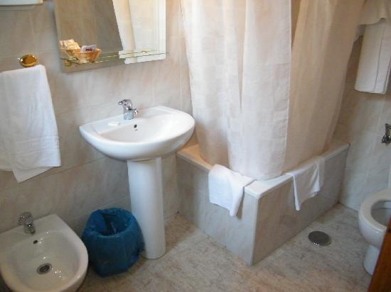Hostal Cruz Sol : Bathroom