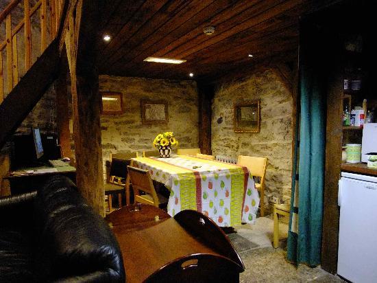 Kuninga Apartments: dining area