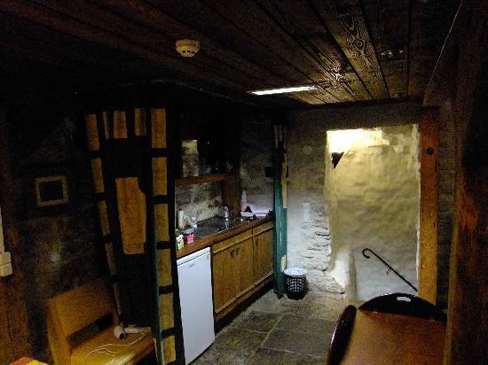 Kuninga Apartments: kitchen