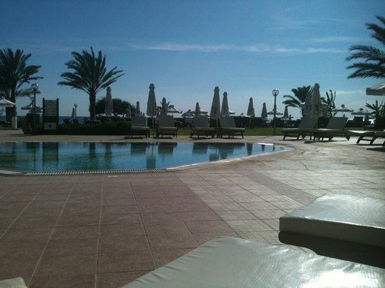 Constantinou Bros Athena Royal Beach Hotel: Pool