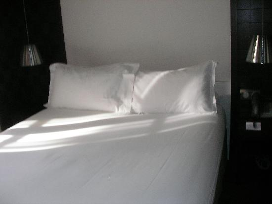 Hotel le Colisee: comfortable bed