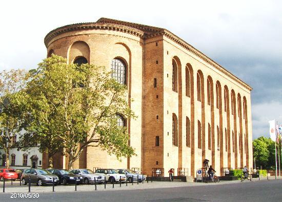 Hotel Constantin : Kostantin Basilika - a Roman Monument