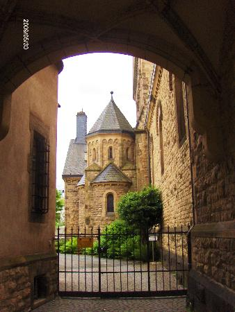 Hotel Constantin : Inner courtyard of of Sankt Paulos cathedral