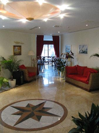 Photo of Tihany Atrium