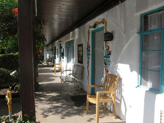 El Rey Inn: Porch