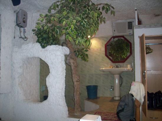 Kokomos Beach Resort: cave room