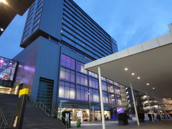 Hotel Entrance Picture Of Premier Inn London Stratford Hotel Tripadvisor