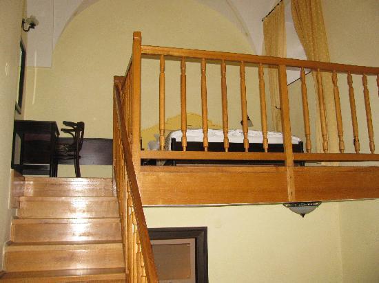 Mezzanine bedroom foto di hotel klastrom gyor tripadvisor - Mezzanine foto ...