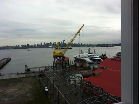 Pinnacle Hotel At The Pier: vue on harbour, market and Vancouver!