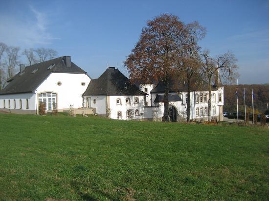 Château d'Urspelt : kasteel van buitenaf