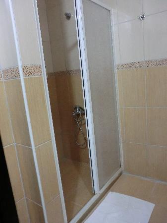 Belis Konuk Evi: shower