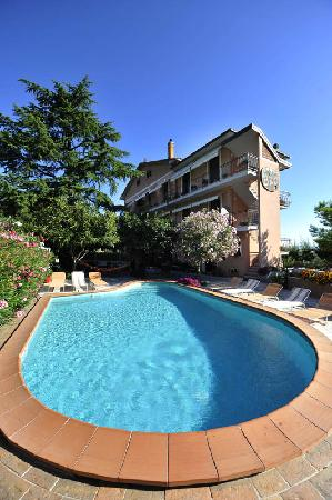 B&B La Locanda degli Artisti: The swimming pool