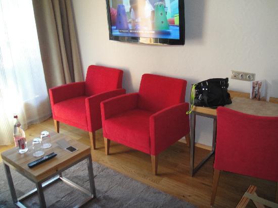 Hotel Au Coeur du Village: Chambre suite