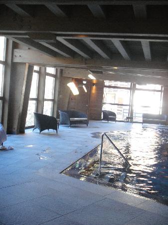 Hotel Au Coeur du Village: Piscine