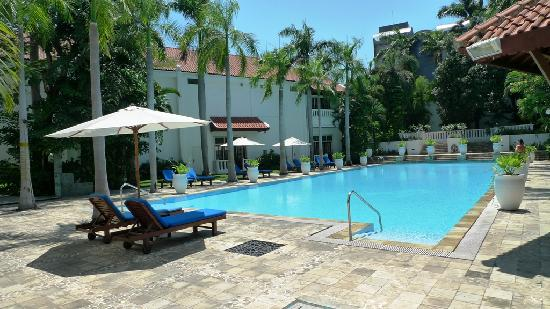 Swimming Pool Picture Of Hotel Majapahit Surabaya Managed By Accorhotels Surabaya Tripadvisor
