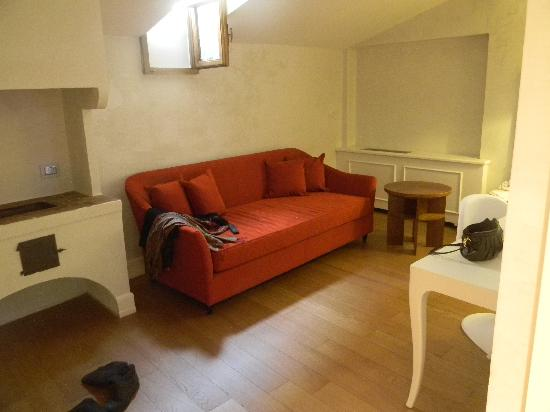 NH Collection Firenze Porta Rossa: Living area in junior suite