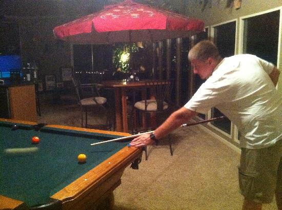 Butler Manor: Enjoying pool at the bed and breakfast