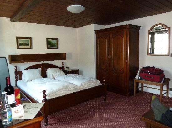 Hotel Baeren : Our room