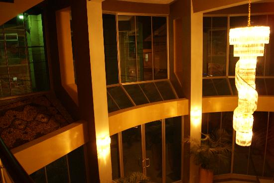 Park Place Hotel : Lobby at night