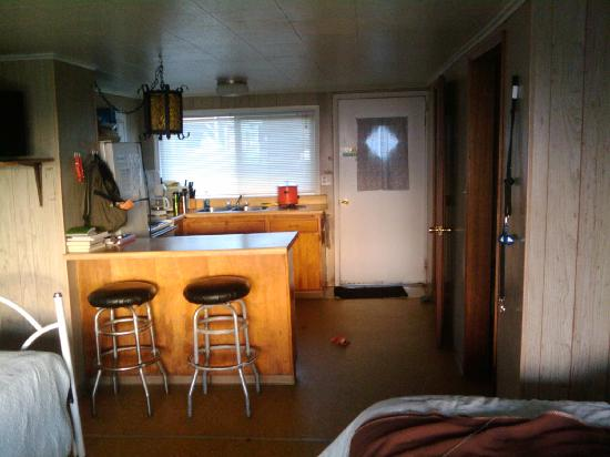 Moonstone Beach Motel: a view into the kitchen area