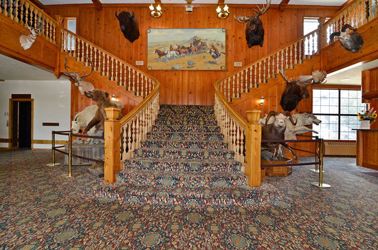 Stage Coach Inn: Grand Staircase