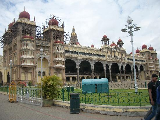 Tipu Sultan Fort and Palace - Bangalore KR Market : View of Palace
