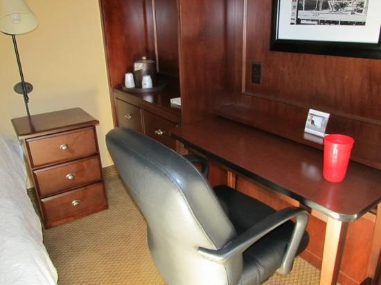 Hampton Inn Charleston/Mt. Pleasant-Patriots Point: work space