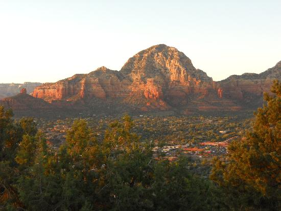 Airport Mesa: View over Sedona at sunset
