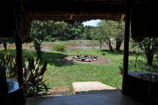Mara Timbo Camp: Blick von der Bar auf den Mara River