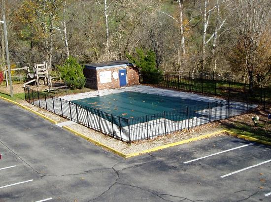 Days Inn Lexington: pool and playground