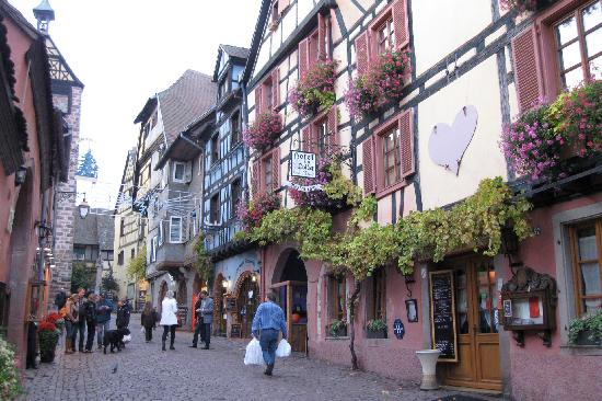 Regioscope Tours: Village of Riquewihr