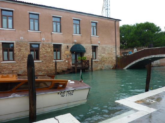 Eurostars Residenza Cannaregio: Hotel rear entrance for taxis