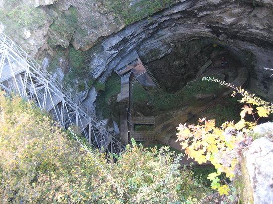 Padirac, France: gouffre (agujero) desde el exterior