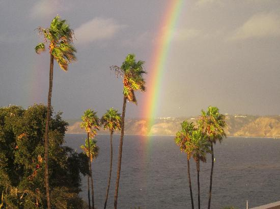 La Jolla Cove Suites: Beautiful rainbow after a rainy day