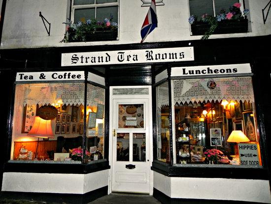 Strand Tea Rooms: The entrance