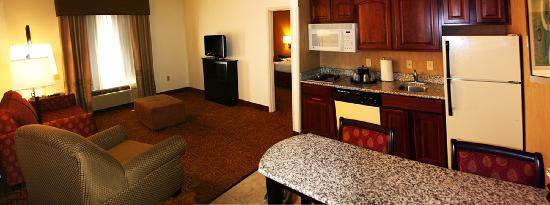 Hampton Inn and Suites Toledo-North: King Bed Kitchen Suite Living Room & Kitchen