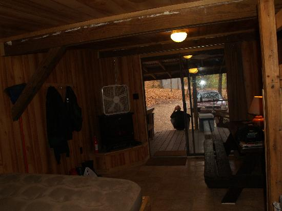 Bartee Meadow Camping: Inside the cabin