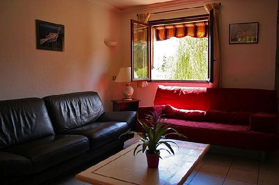 Debbie's Crew House : Lounge