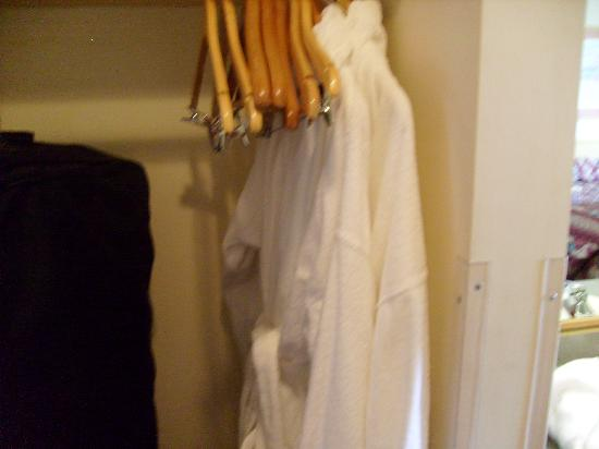 Super 8 Burley: Yes - they really have terry cloth robes in the rooms!