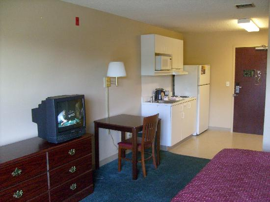 Extended Stay America - Boise - Airport: 2nd Floor King Bedded Room