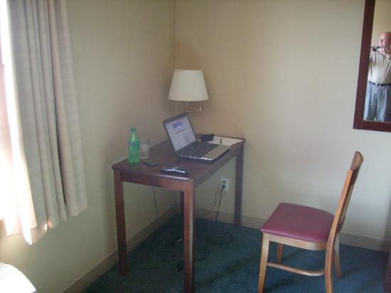 Extended Stay America - Boise - Airport: Desk Area